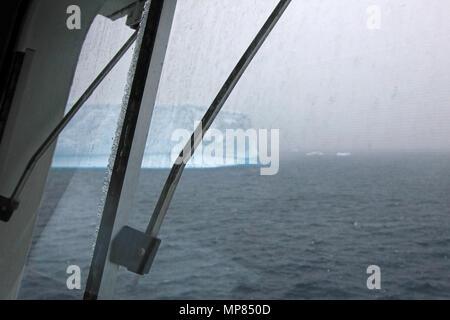 Iceberg, vue d'un navire de croisière, l'Antarctique Banque D'Images