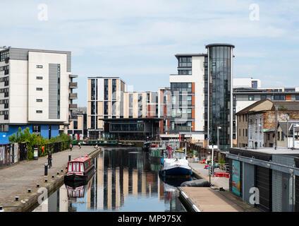 Voir l'Union de canal à Lochrin Basin avec nouveaux immeubles modernes à Fountainbridge à Édimbourg, Écosse, Royaume-Uni, UK Banque D'Images