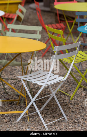 Emejing Table De Jardin Couleur Vive Photos - House Design ...