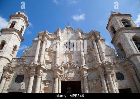 Cuba, Ciudad de la Habana Province, La Havane La Habana Vieja, quartier classé au patrimoine mondial, la place de la cathédrale et Catedral de la Virgen Maria de Banque D'Images