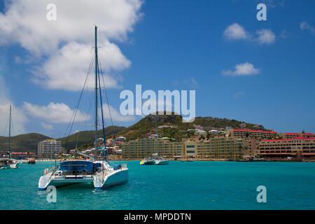 Simpson Bay à Sint Maarten, Pays-Bas côte dans l'île des Caraïbes Banque D'Images