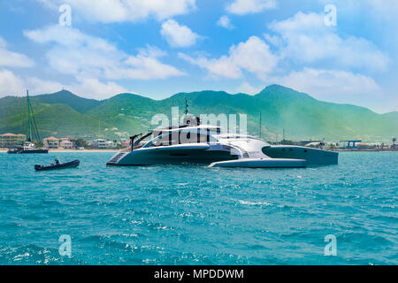 Simpson Bay yacht de luxe à Sint Maarten, Pays-Bas côte dans l'île des Caraïbes Banque D'Images
