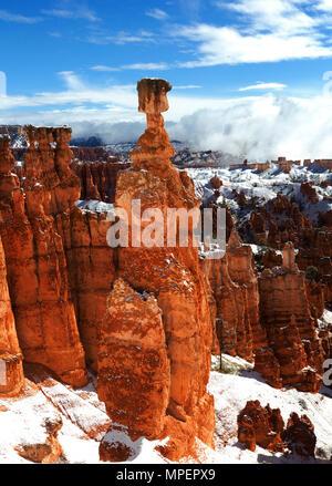 Bryce Canyon National Park, Utah, USA hiver neige fraîche Banque D'Images