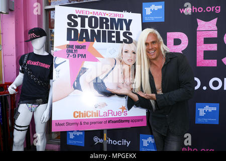 West Hollywood, Californie, USA. 23 mai, 2018. DiCrispio acteur Daneil assiste à l'événement où Stormy Daniels est mis à l'honneur avec un « Stormy Daniels Proclamation Day' et la clé de la ville de West Hollywood, Californie à Chi Chi LaRue's à West Hollywood, Californie. Credit : Sheri Determan/Alamy Live News Banque D'Images