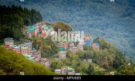 Vue à vol d'oiseau de Gangtok, la capitale du Sikkim, Inde Banque D'Images