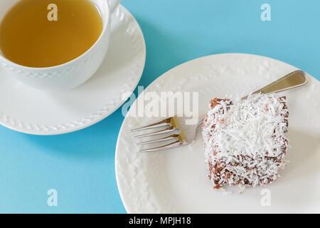 Gâteau lamington Australie, un gâteau d'une couche de chocolat et noix de coco. Banque D'Images
