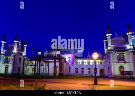 Pavillon royal de Brighton au crépuscule.