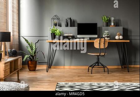 Photo réelle d un bureau en bois foncé intérieur vide accueil