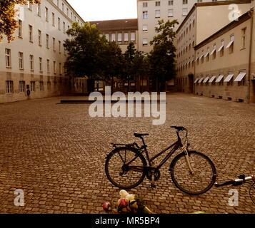 Photographie de l'extérieur de la résistance allemande Memorial Centre (Gedenkstätte Deutscher Widerstand), un mémorial et musée de Berlin. Partie de la Bendlerblock, un complexe de bureaux en Stauffenbergstrasse. C'est ici que le colonel Claus Schenk Graf von Stauffenberg (Etats-Unis 2000-2004) et d'autres membres de l'échec 20 juillet 1944 complot qui a tenté d'assassiner Adolf Hitler ont été exécutés. En date du 21e siècle