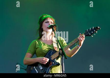 Angel Olsen singer se produit en concert Banque D'Images