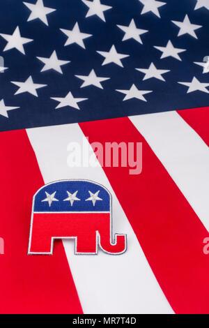 Patch GOP / Parti républicain avec drapeau Stars & Stripes. Pour les élections présidentielles américaines de mi-mandat, les primaires américaines, la politique américaine, les républicains 2020 la vague rouge.