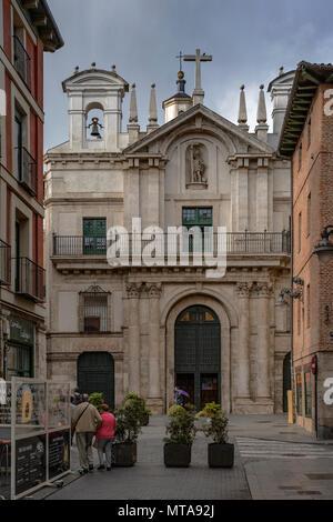 La façade extérieure de la Cruz church dans la ville de Valladolid, Castille et Leon, Espagne, Europe Banque D'Images