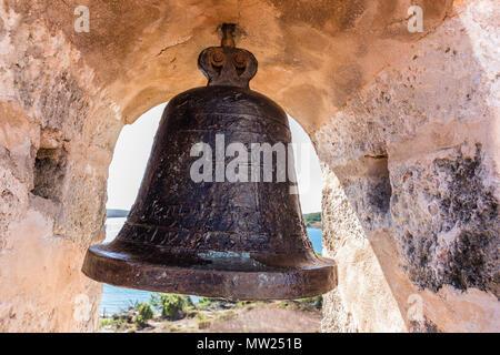 L'alarme au Castillo de Jagua fort, érigé en 1742 par le roi Philippe V d'Espagne, près de Cienfuegos, Cuba.