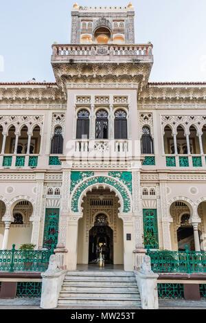 Vue extérieure de l'Palacio de Valle, Valle's Palace, à Punta Gorda, Cienfuegos, Cuba. Banque D'Images
