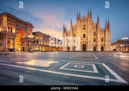 Milan. Cityscape image de Milan, Italie avec la cathédrale de Milan pendant le lever du soleil. Banque D'Images