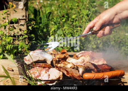 Porc grillé au barbecue, la viande cuite à l'aide de méthode