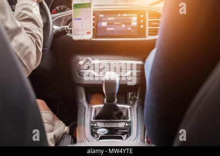 Changement de vitesses d'une voiture de luxe Banque D'Images