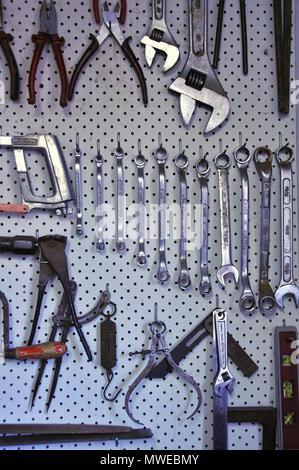 Outils à main organisé pour un accès facile sur un peg board Banque D'Images
