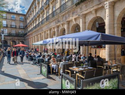 Bars et cafés sur la Plaza Nueva, Casco Viejo, Bilbao, Pays Basque, Espagne Banque D'Images