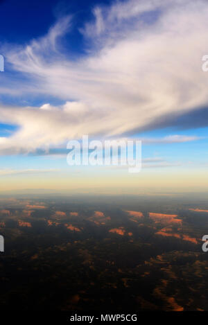 Vu de Cirrus avion avec Grand Canyon ci-dessous au coucher du soleil, Grand Canyon, Arizona, USA Banque D'Images