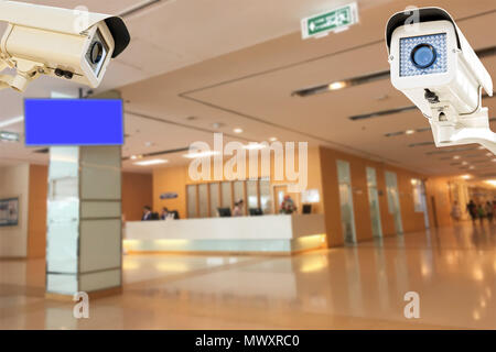 La caméra de sécurité CCTV fonctionnant en arrière-plan flou de l'hôpital.