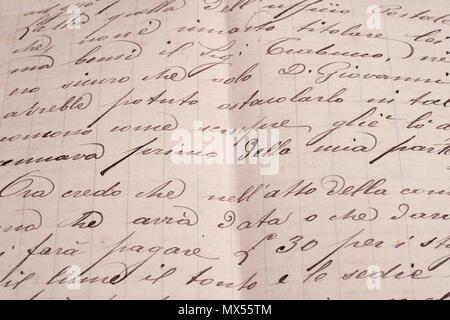 Vintage vieux papiers, un stylo à encre ancienne, écrire des lettres et vieux pot d'encre Banque D'Images