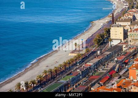 France, Côte d'Azur, Nice ville, plage et la Promenade des Anglais le long de la Mer Méditerranée