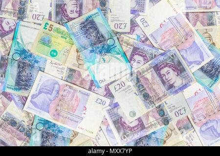 Londres, Royaume-Uni - 22 mars 2018: les livres britanniques fond billets de Grande-Bretagne, GBP Monnaie. Arrière-plan coloré financiers UK. Banque D'Images
