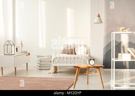 e466a07487971a ... Lampe au-dessus de table en bois avec réveil en blanc la chambre de l