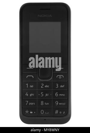 Nokia 105 téléphone portable classique sur fond blanc Banque D'Images