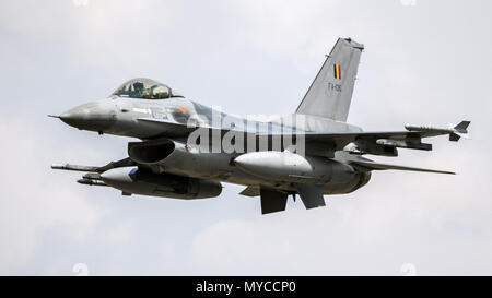FLORENNES, BELGIQUE - JUN 15, 2017: la Force Aérienne Belge General Dynamics F16 Fighting Falcon fighter jet avion en vol.