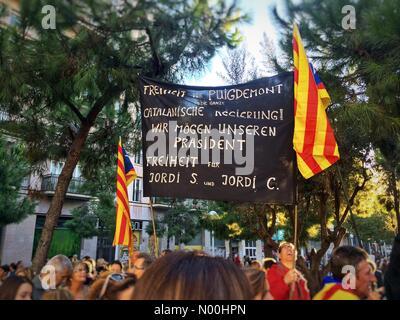 79, Barcelone, Espagne. 11Th nov 2017. protester contre l'emprisonnement des membres du gouvernement catalan, le 11 novembre: crédit/stockimonews queralt sunyer/Alamy live news