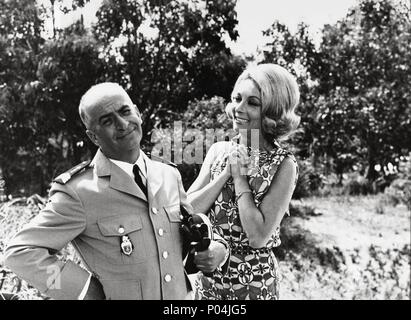 Titre original: LE GENDARME SE MARIE. Titre en anglais: Le gendarme se marie,. Directeur du film: JEAN GIRAULT. Année: 1968. Stars: LOUIS DE FUNES, Claude Gensac. Banque D'Images