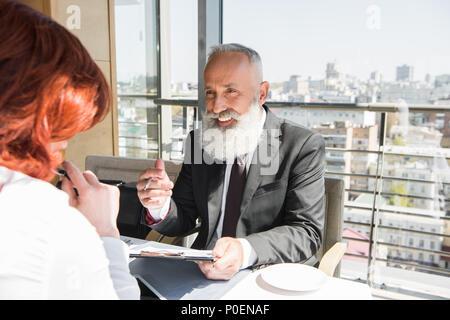 Businessman in restaurant Banque D'Images