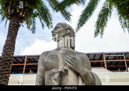 Palm Beach Floride Norton Gallery of Art museum central garden sculpture Wheeler Williams Fontaine de Jouvence palmiers Banque D'Images