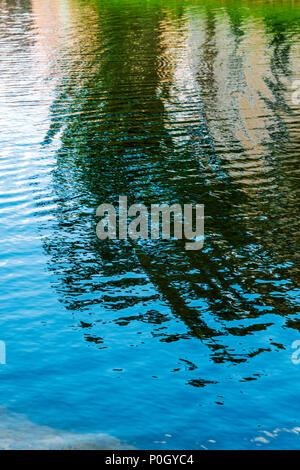Des vagues dans le lac de créer des motifs abstraits; le centre-sud de la Floride, USA Banque D'Images