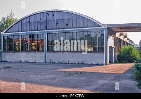 Zone industrielle abandonnée dans le quartier de Milan, Italie