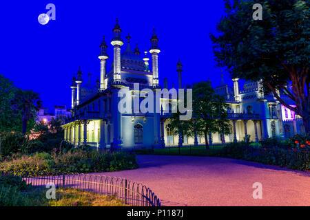 Pavillon royal de Brighton au crépuscule. Banque D'Images