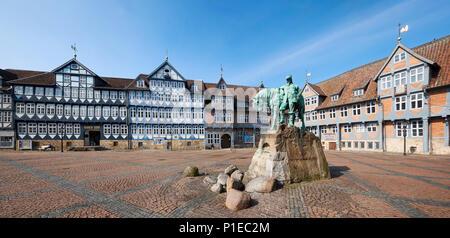 Monument équestre du Duc d'août sur le marché de la ville avec l'hôtel de ville, Wolfenbüttel, Basse-Saxe, Allemagne Banque D'Images