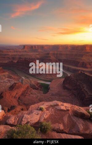 Canyon et la rivière Colorado méandre de la Dead Horse State Park dans l'Utah, USA Banque D'Images