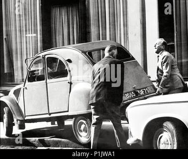 Titre original: LE TRACASSIN. Titre en anglais: LE TRACASSIN. Film Réalisateur: ALEX JOFFE. Année: 1961. Stars: BOURVIL. Banque D'Images