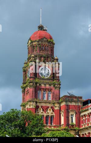Bâtiment de la Haute Cour à Yangon, Myanmar. C'est l'emblématique bâtiment de l'époque coloniale situé dans la ville de Rangoon, Birmanie Banque D'Images