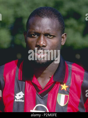 . Il calciatore Italiano : George Weah liberiano al all'inizio della stagione 1996-1997. George Weah, licences, 1996 1996 . 1996. Inconnu 33 George Weah - Milan AC 1996-1997 (rognée) Banque D'Images