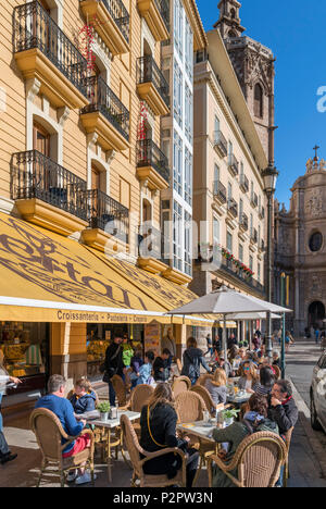 Valence, Espagne. Des terrasses de cafés sur la Plaza de la Reina, Valencia, Espagne Banque D'Images