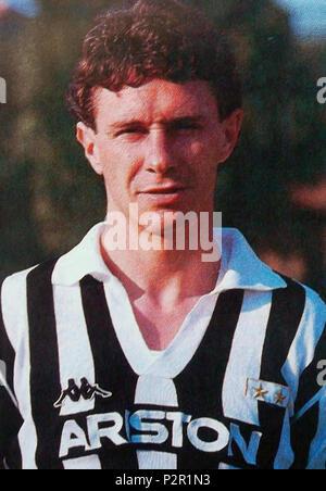 . Italiano: Il calciatore italiano Roberto Tricella alla Juventus nella stagione 1987-88. Entre 1987 et 1988. Inconnu 77 Roberto Tricella, Juventus 1987-1988 Banque D'Images