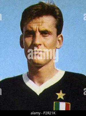 . Italiano: Il portiere di calcio italiano Roberto Anzolin alla Juventus nella stagione 1961-62. vers 1961. Photo par inconnu rognée par TDKR Chicago 10176 Roberto Anzolin, Juventus 1961-62 (rognée) Banque D'Images
