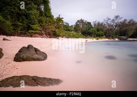 La Thaïlande, province de Phang Nga, Parc national marin de Tarutao, Ko Adang, plage de Laem Son Banque D'Images