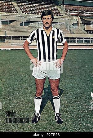 . Italiano: Il calciatore italiano Silvio Longobucco alla Juventus all'inizio della stagione 1971-72, en posa all'interno dello Stadio Comunale di Torino. vers 1971. Inconnu 83 Silvio Longobucco - Juventus FC (circa 1971) Banque D'Images