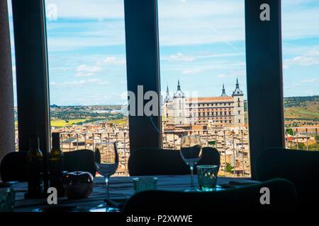 Vue de la ville depuis le restaurant du Parador. Toledo, Espagne. Banque D'Images
