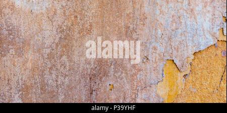 Old Weathered fissurée plâtre mur miteux Pelé Bannière. Banque D'Images